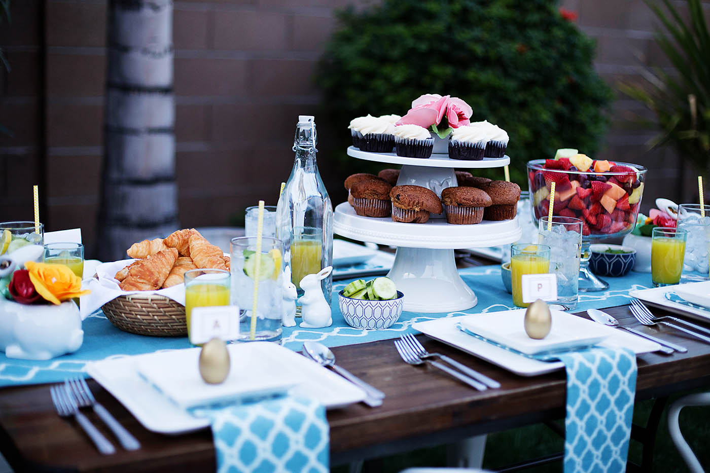 Outdoor Easter Dinner + Hosting Tips