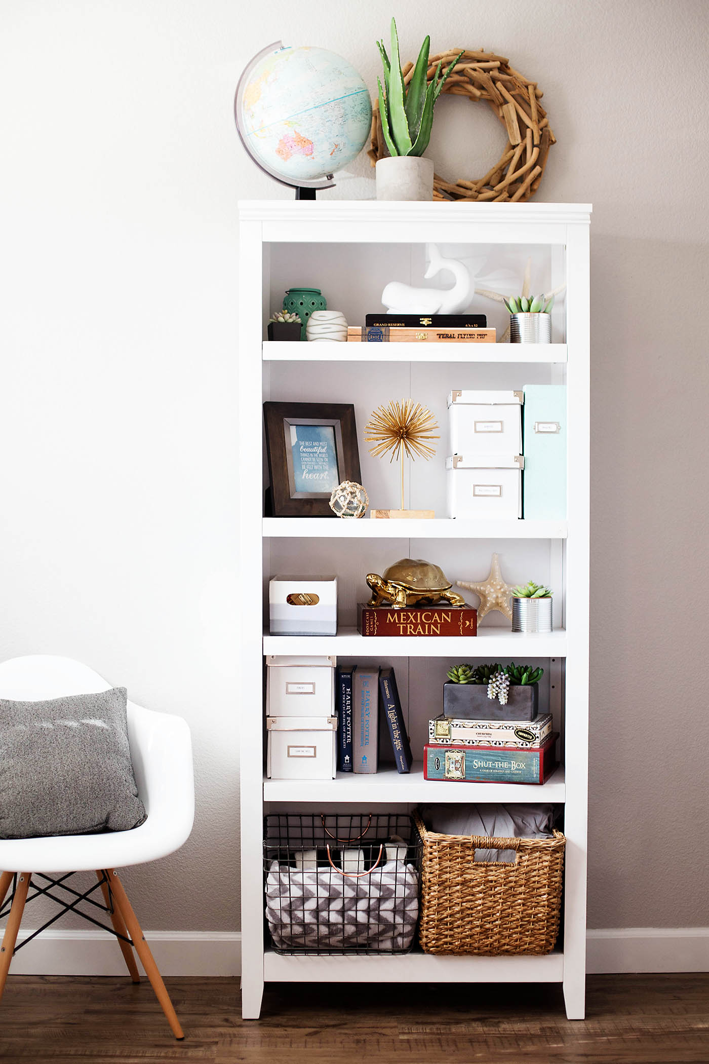 Bookshelf Styling Tips for High Traffic Areas